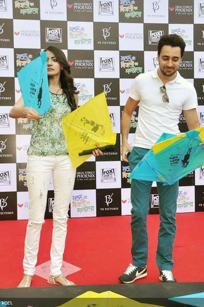Anushka Sharma and Imran Khan promoting Matru ki Bijlee ka Mandola - image coutsey BCCL
