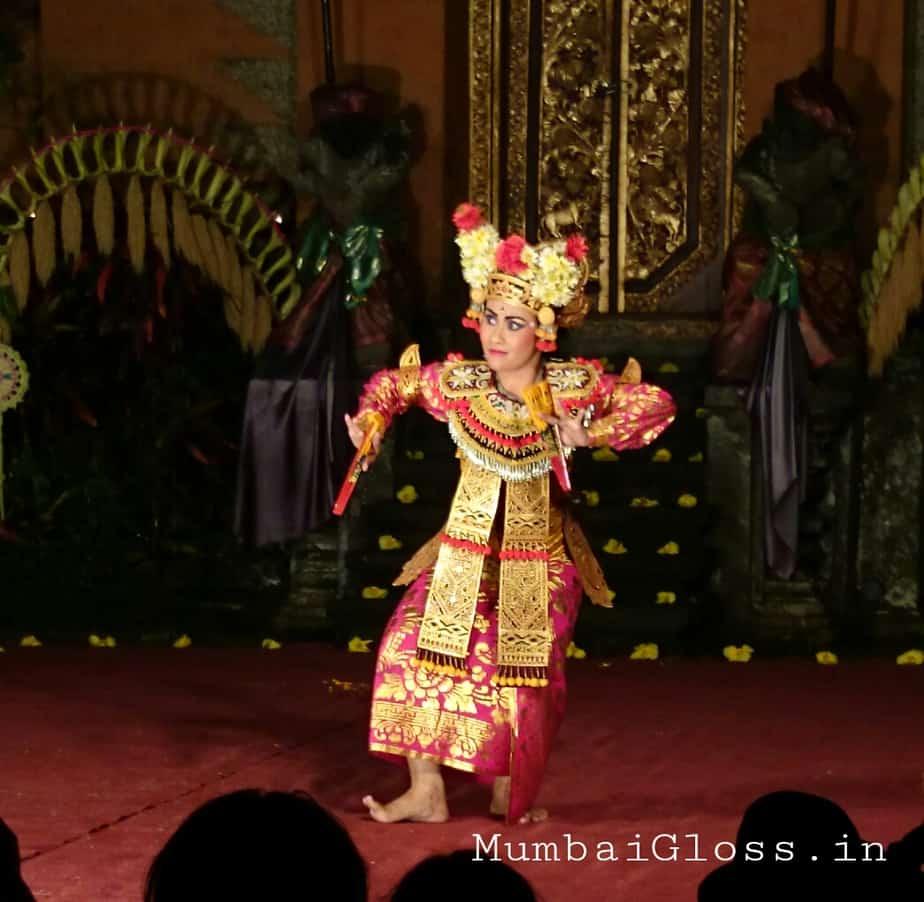 Dance at the royal palace